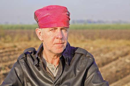 crop margin: Paisaje retrato de la cara de popa, cauc�sico, con chaqueta de cuero bandana ina pilotos USAAF