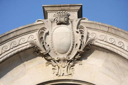architectonic: Architectonisch detail op blauwe hemel
