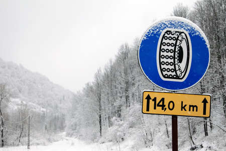 Traffic sign for use of winter chains