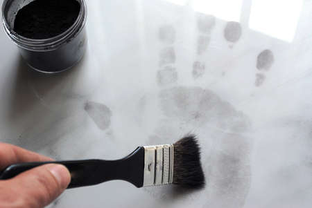 incriminate: View of a fingerprint revealed by printing.