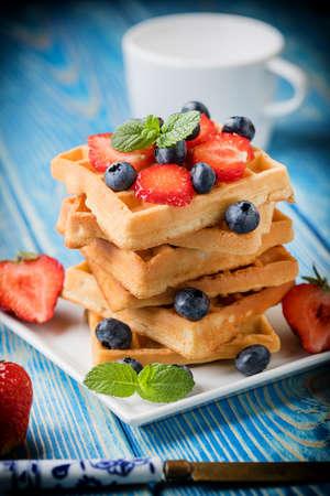 Waffles with berries. Selective focus 版權商用圖片 - 84977169