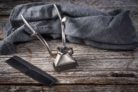 Vintage shaving and hair cutting tools. Selective focus. Archivio Fotografico