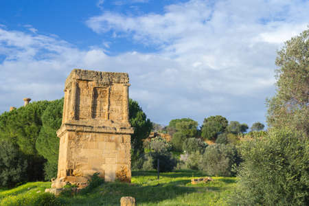 Tomb of Theron Theron. Valley of Temples Agrigento Imagens - 39636946