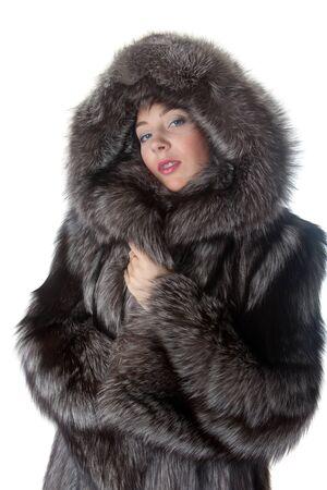 Ritratto della ragazza in un cappotto di pelliccia