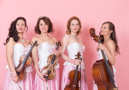 Kwartet smyczkowy z wiolonczelą wiolonczelową i skrzypcami