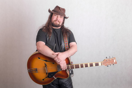 studio portrait of a musician with a guitar Imagens