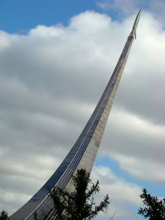 stabilizers: Monumento a subjugators de espacio en Star Parkway en Mosc�  Foto de archivo