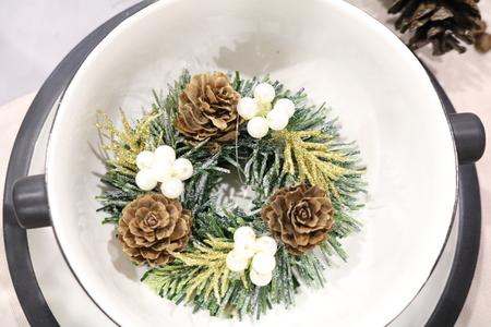 lurex: Christmas table setting, Christmas fir branch