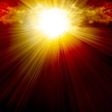 照らす: 強烈な yellowsunlight の雲 写真素材
