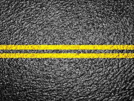 二重黄色線でアスファルト背景テクスチャ