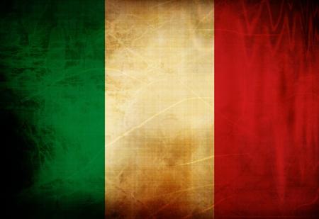 bandera italiana: Bandera italiana ondeando en el viento