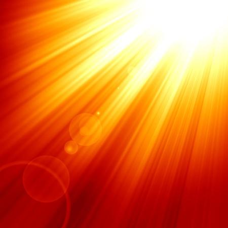 Rode zon met een intense gloed en zonnestralen Stockfoto