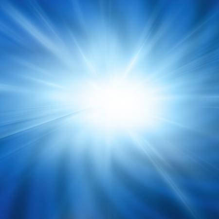 柔らかい青色の背景に強烈な太陽