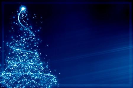 クリスマス グリーティング カード: ぼやけたライトによって形成される抽象的なクリスマス ツリー
