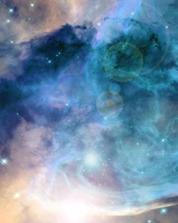 深い宇宙のどこかにカラフルで美しい銀河