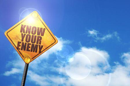 competitividad: conoce a tu enemigo: cartel amarillo con un cielo azul y nubes blancas