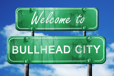 bullhead: Welcome to bullhead city green road sign Stock Photo