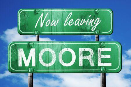 今青空でのムーアの道路標識を残してください。