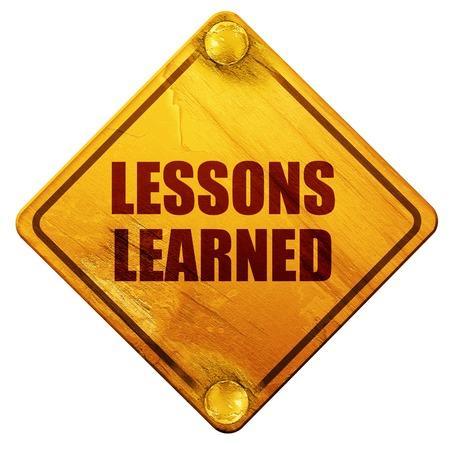 les leçons apprises, rendu 3D, signe de route jaune sur un fond blanc Banque d'images