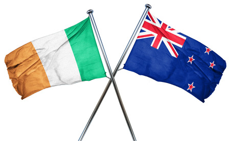 bandera irlanda: La bandera de Irlanda combina con bandera de Nueva Zelanda Foto de archivo