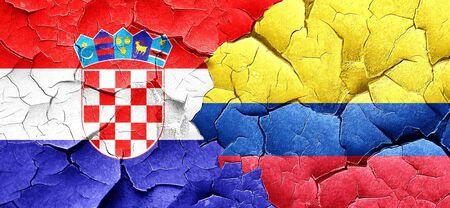 bandera de croacia: Bandera de Croacia con la bandera de Colombia en una pared agrietada grunge