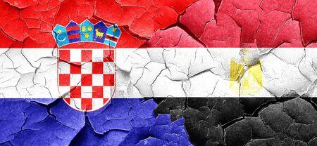 bandera de croacia: Bandera de Croacia con la bandera de Egipto en una pared agrietada grunge