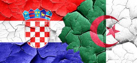 bandera croacia: Bandera de Croacia con la bandera de Argelia en una pared agrietada grunge
