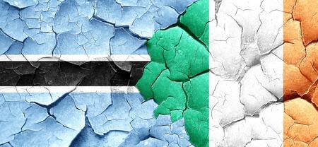 bandera de irlanda: Botswana flag with Ireland flag on a grunge cracked wall Foto de archivo