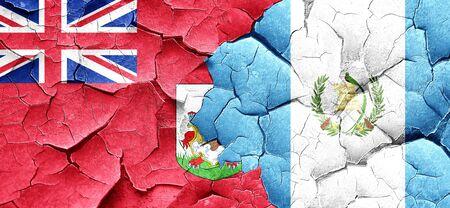 bandera de guatemala: Bandera de Bermudas con el indicador de Guatemala en una pared agrietada grunge