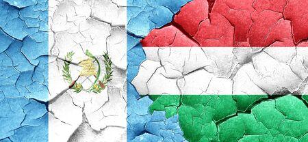 guatemala flag: bandera de Guatemala con la bandera de Hungría en una pared agrietada grunge Foto de archivo