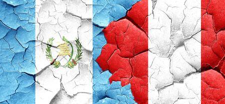 bandera de guatemala: bandera de Guatemala con la bandera de Per� en una pared agrietada grunge