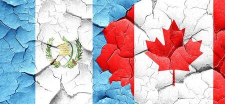 bandera de guatemala: bandera de Guatemala con bandera de Canadá en una pared agrietada grunge