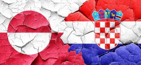 bandera croacia: Bandera de Groenlandia con la bandera de Croacia en una pared agrietada grunge