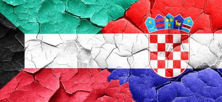 bandera de croacia: bandera de Kuwait con la bandera de Croacia en una pared agrietada grunge Foto de archivo