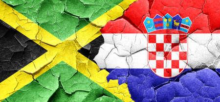 bandera croacia: bandera de Jamaica con la bandera de Croacia en una pared agrietada grunge