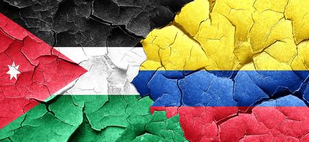 bandera de colombia: bandera de Jordania con bandera de Colombia en una pared agrietada grunge Foto de archivo