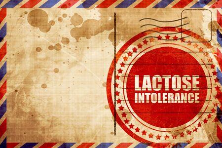 intolerancia: intolerancia a la lactosa, grunge sello rojo sobre un fondo de correo a�reo