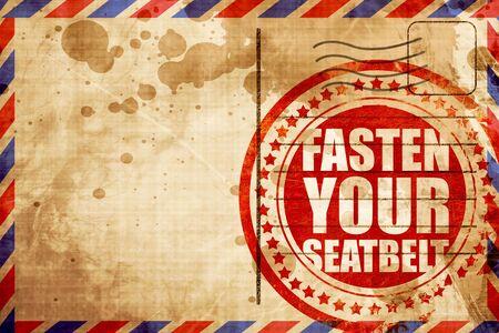 cinturón de seguridad: abroche el cinturón de seguridad, grunge sello rojo sobre un fondo de correo aéreo