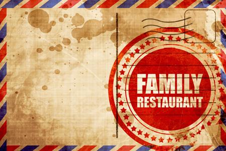 restaurante familiar, grunge sello rojo sobre un fondo de correo aéreo
