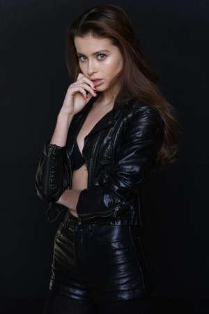 Bella giovane modella bruna femminile Archivio Fotografico