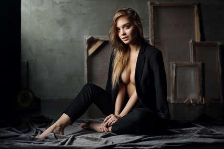 Schönes junges weibliches Model Standard-Bild