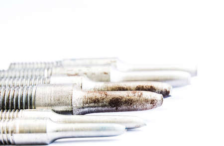specimen testing: Varilla de muestras de ensayo de tracci�n en el fondo blanco
