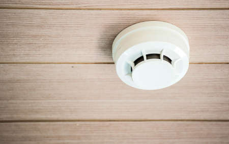 smoke detector system on a ceiling Imagens