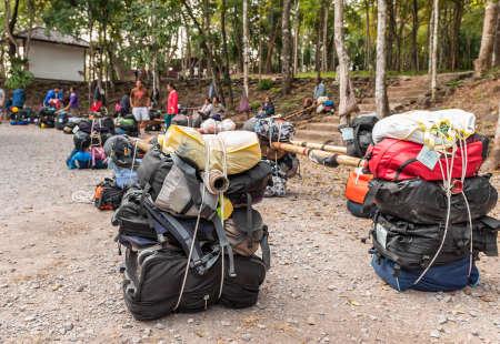 kradueng: LOEI, THAILAND - Nov 14 : Unidentified porters prepared to carry climbers\