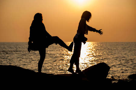 litigate: The woman pushing her friend to the sea