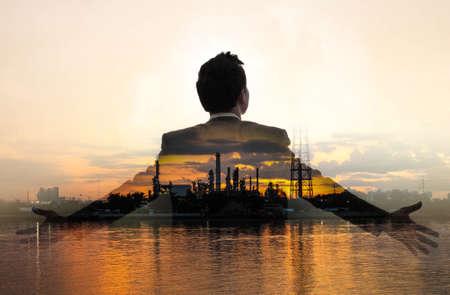降下の石油とガス ・ ビジネスの男性の二重露光