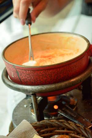 スイスのチーズ ・ フォンデュの食事 写真素材