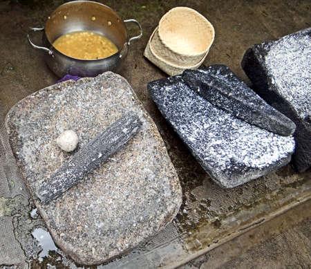 メキシコのトウモロコシの metate、metlatl または挽き石
