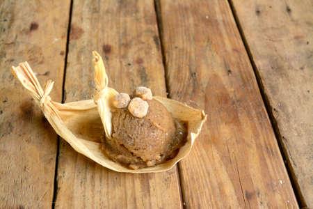 メキシコからエキゾチックなピノール アイス クリーム、アステカ トウモロコシ ベースのローカル市場でなされる飲料アイス クリーム