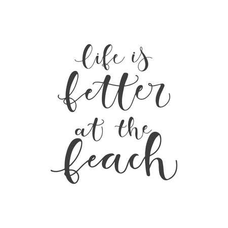 Schriftzug mit Phrase Das Leben ist besser am Strand. Vektor-Illustration.